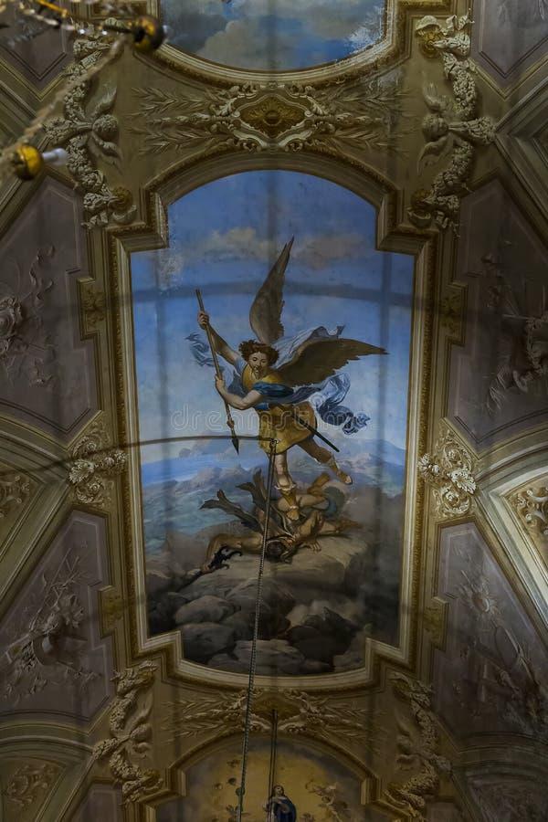 圣迈克尔大教堂的教会天花板天使 库存图片