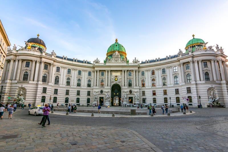 圣迈克尔广场的Michaelerplatz,维也纳,奥地利Hofburg宫殿 库存图片