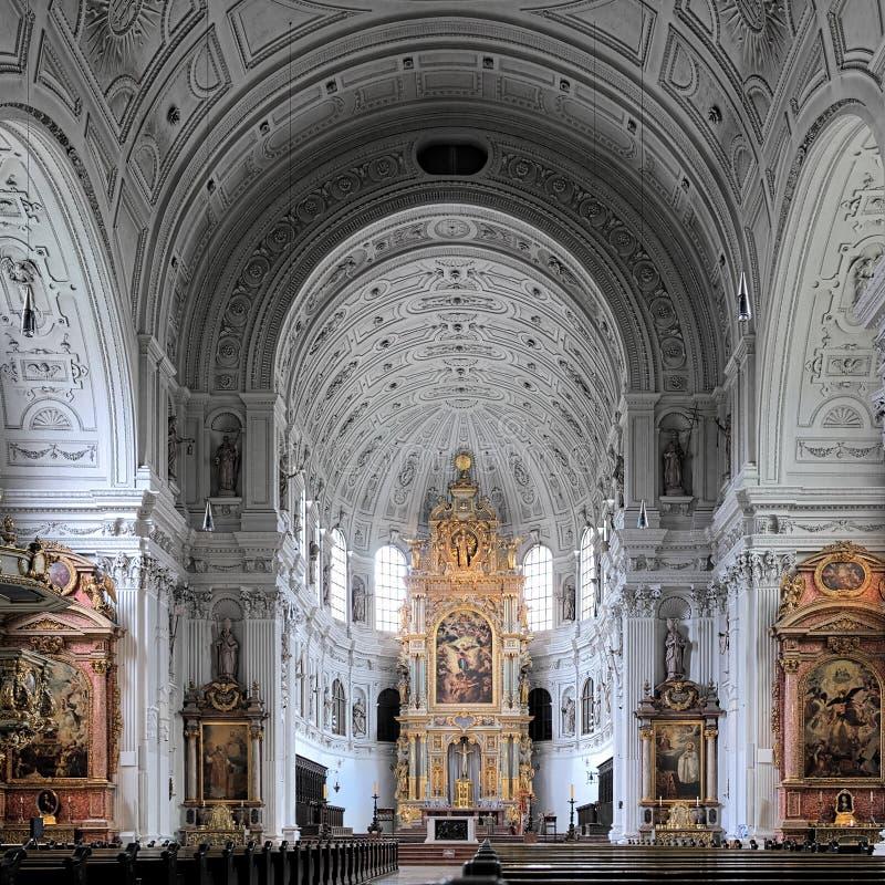 圣迈克尔教会的内部在慕尼黑 库存图片