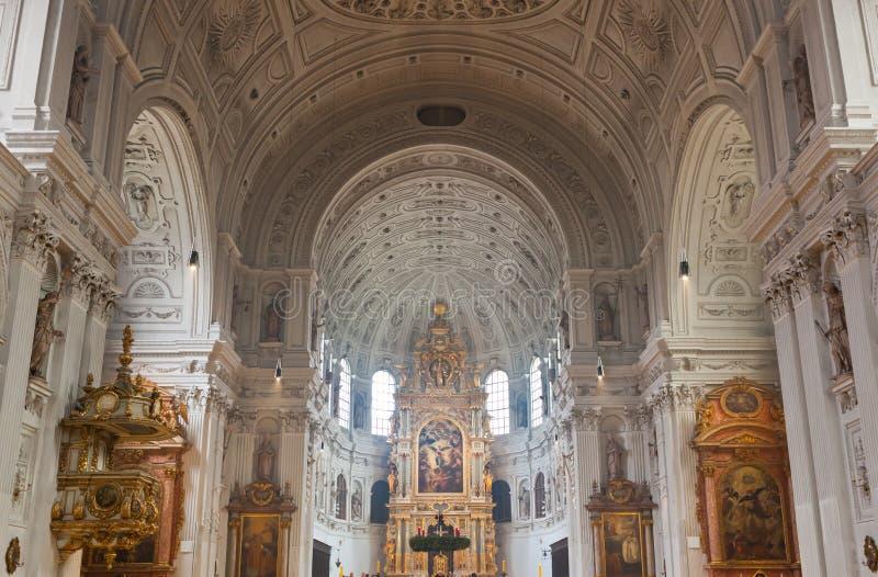 圣迈克尔教会的内部在慕尼黑 免版税库存图片