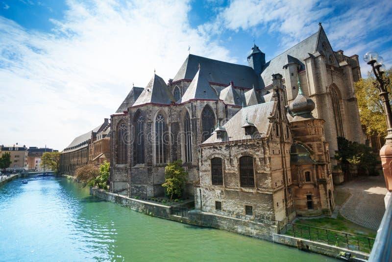 圣迈克尔的教会在跟特,比利时 免版税库存图片