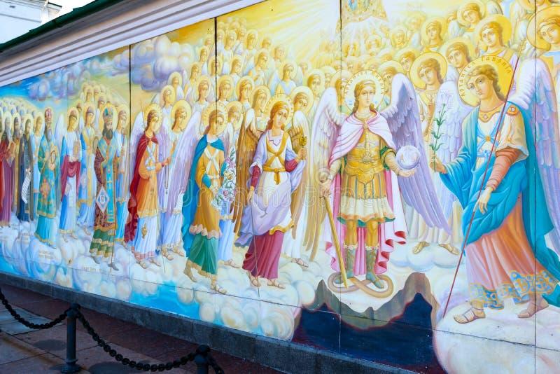 圣迈克尔的金黄半球形的修道院,经典之作攀爬,大教堂,乌克兰的大教堂圆屋顶的金黄圆屋顶 免版税库存照片