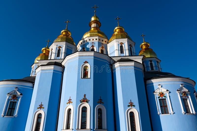 圣迈克尔的金黄半球形的修道院,经典之作攀爬,大教堂,乌克兰的大教堂圆屋顶的金黄圆屋顶 图库摄影