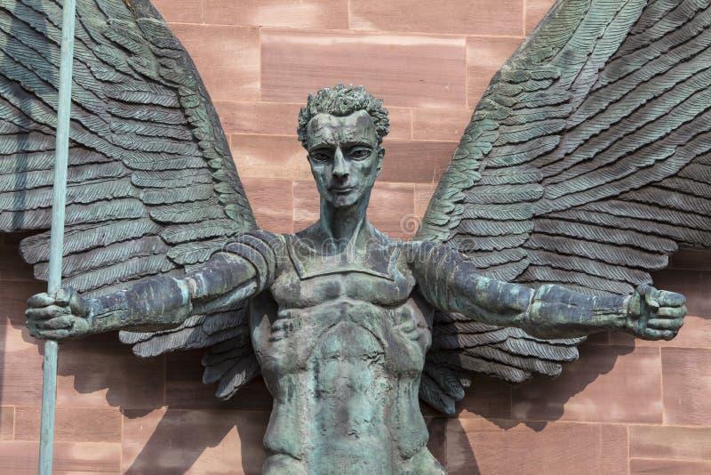 圣迈克尔雕塑考文垂大教堂的 免版税图库摄影