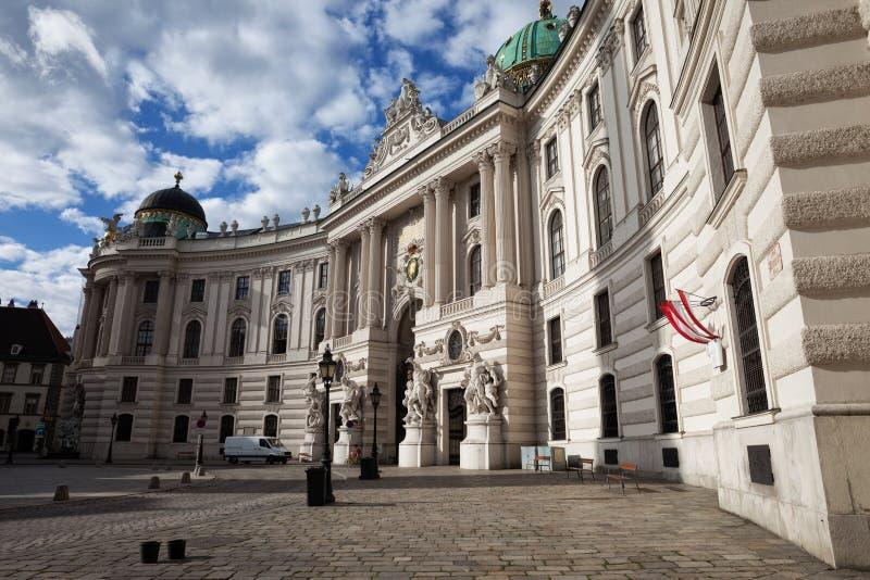 圣迈克尔霍夫堡宫` s翼在维也纳 库存图片