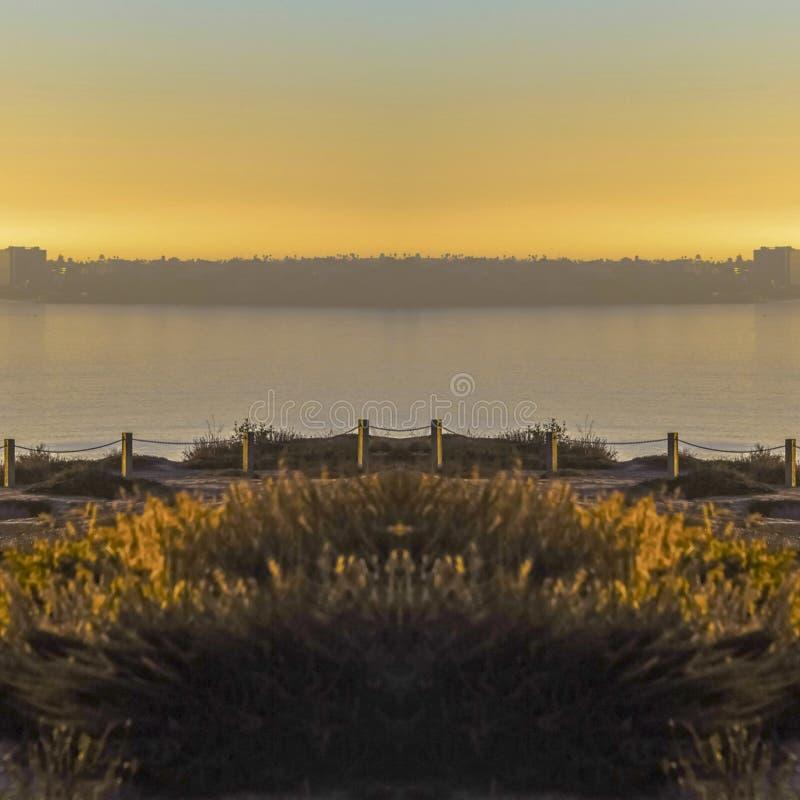 圣迭戈镇静岸在日落的一个晴天 库存照片