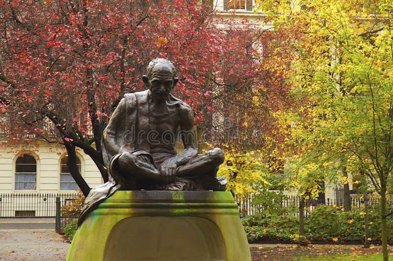 圣雄甘地雕象在伦敦 免版税库存照片