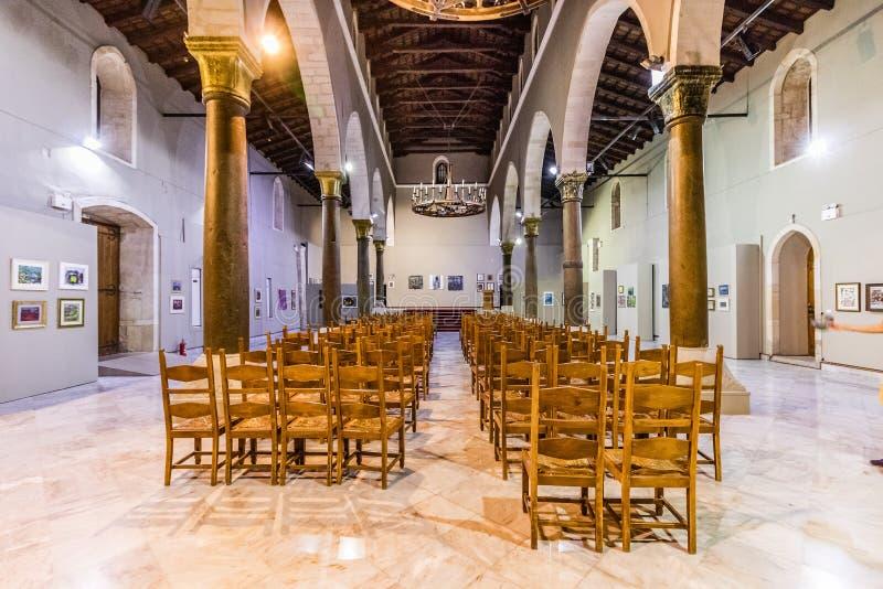 圣马克大教堂的内部狮子的在伊拉克利翁,希腊摆正 免版税图库摄影