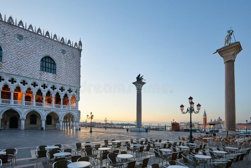 圣马克广场,没人日出的在威尼斯,意大利 免版税库存照片