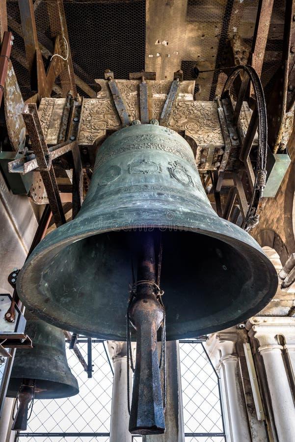 圣马克的钟楼圣马尔谷教堂,威尼斯,意大利的响铃 免版税库存照片