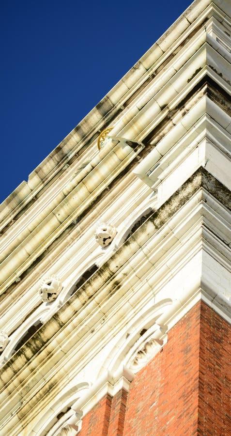 圣马克的钟楼-钟楼二圣马尔谷教堂用意大利语,圣马尔谷圣殿宗主教座堂钟楼在威尼斯,意大利 库存图片