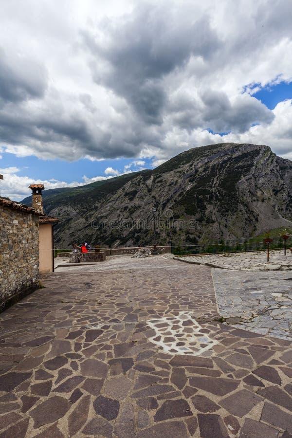 圣洛伦佐bellizzi,一个小的镇在parco del pollino附近的卡拉布里亚 免版税图库摄影