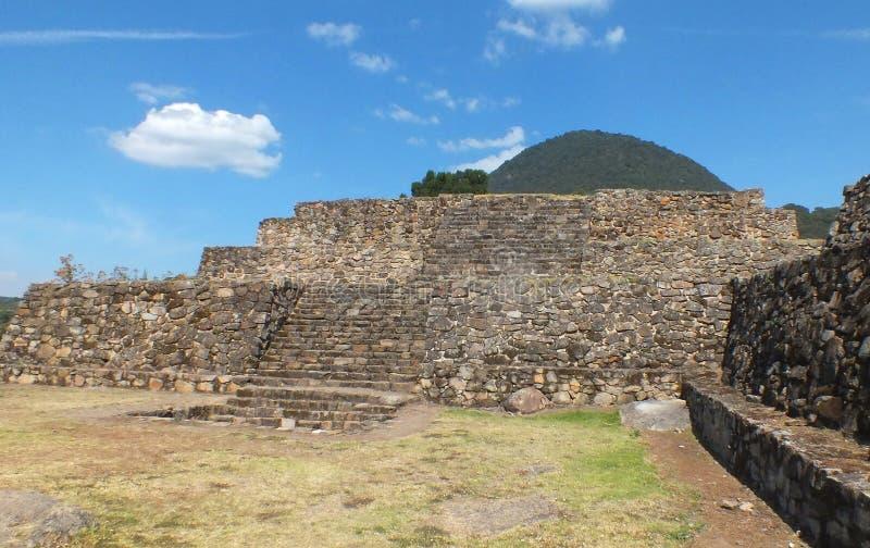 圣费利佩los Alzati, Zitacuaro,墨西哥金字塔废墟  免版税库存图片