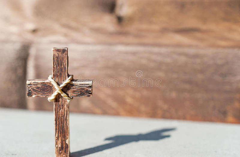 圣洁十字架一个晴天和美丽的阴影 免版税库存图片