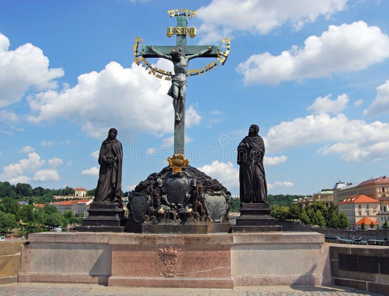 圣洁耶稣受难象和受难象雕象,布拉格 库存照片