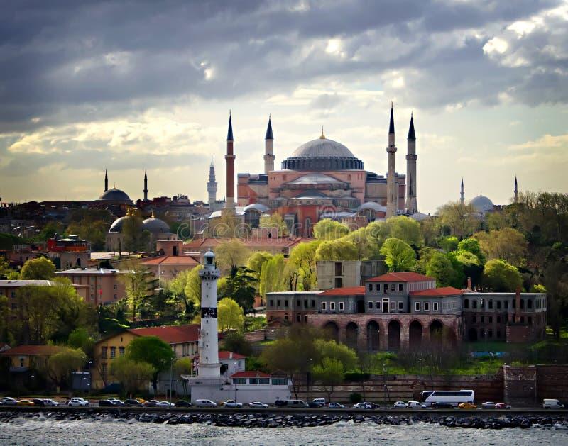 圣索非亚大教堂伊斯坦布尔江边水视图  免版税库存图片