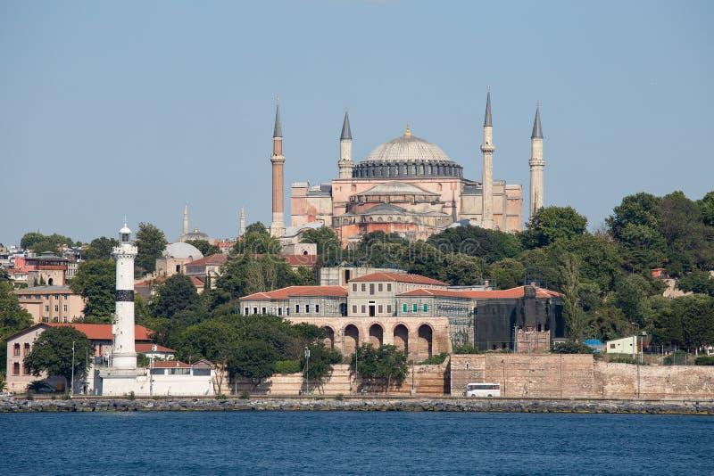 圣索非亚大教堂和伊斯坦布尔,从Bosphorus海峡的看法 火鸡 免版税库存照片