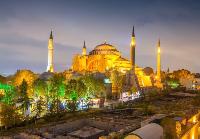 圣索非亚大教堂,伊斯坦布尔美妙的夜视图从屋顶的 免版税图库摄影