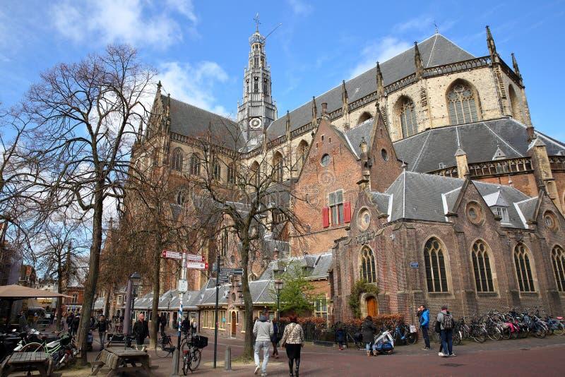 圣Bavokerk教会华丽和五颜六色的建筑学有雕刻的 免版税库存图片
