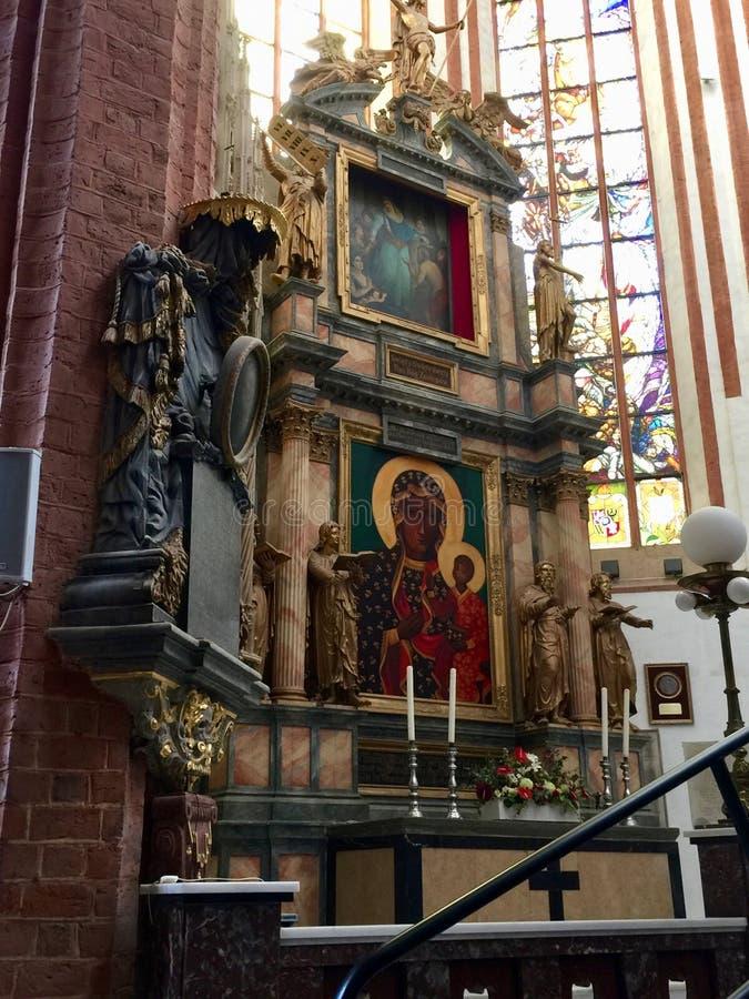 圣Elizabeth&#x27内部;s教会,天主教徒第三次圣弗朗西斯是一个哥特式教会在弗罗茨瓦夫,波兰 免版税库存照片