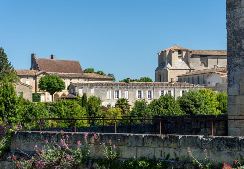圣Emilion看法,在红葡萄酒附近在法国 图库摄影