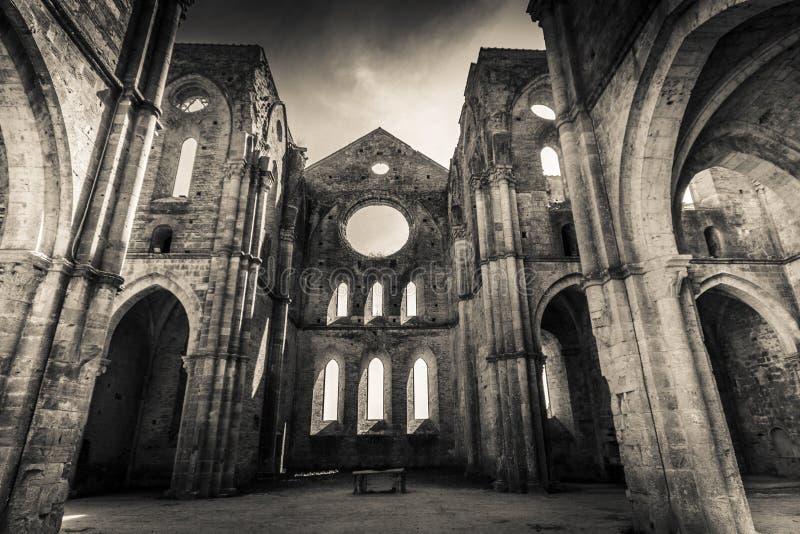 圣Galgano修道院- HDR 免版税库存照片