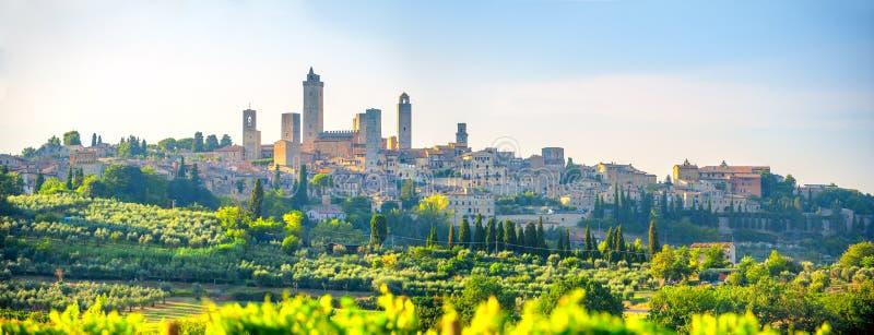 圣Gimmignano美丽的古城的全景日落的,托斯卡纳,意大利 库存照片