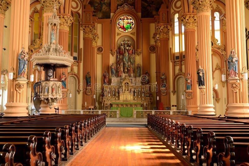 圣Mary's水平假定的教会内部- 免版税库存照片