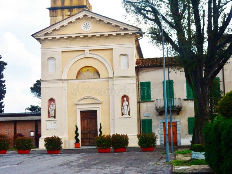 圣Niccolo,阿利亚纳,托斯卡纳,意大利教会前面  库存照片