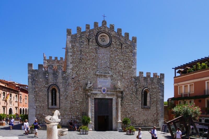 圣Nicola和Tauro喷泉大教堂在陶尔米纳 库存照片