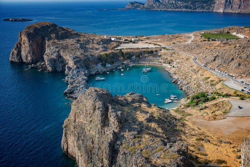 圣PaulÂ的海湾、Lindos村庄和地中海fr看法  免版税库存图片