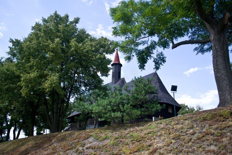 圣Roch木教会在村庄Grodzisko 免版税库存照片