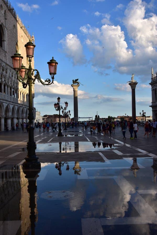 在'Acqua亚尔他期间的'圣马克广场 免版税库存图片