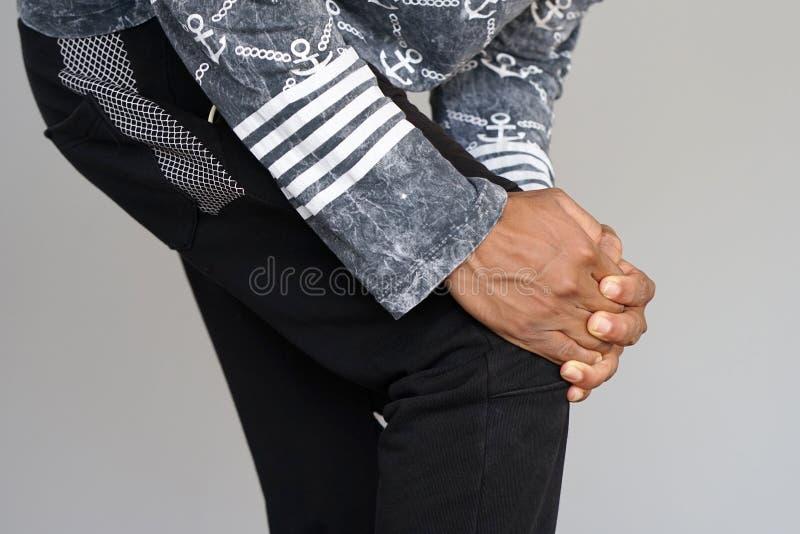 在一个人的膝盖的痛苦 免版税图库摄影