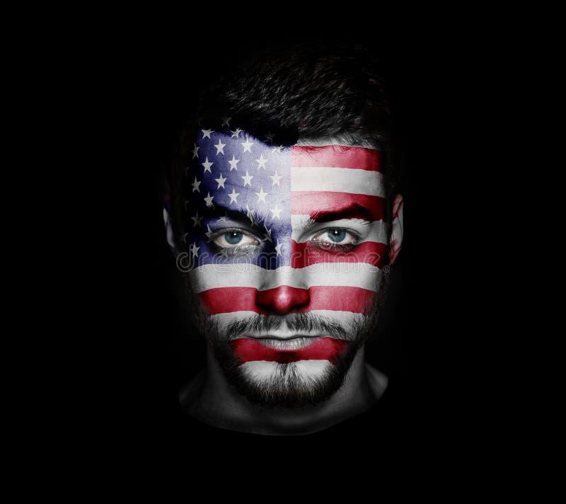 在一个人的面孔绘的美国的旗子 免版税库存照片