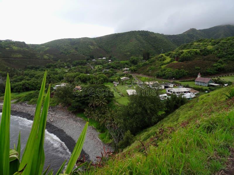在一个典型的小夏威夷村庄的看法 免版税图库摄影