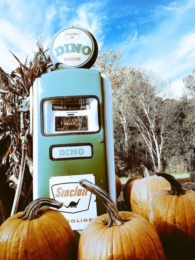 在一个农场的一台守旧派燃料分配器在俄亥俄 库存图片