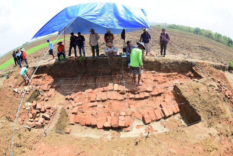Download 在一个古庙的发现上 编辑类照片. 图片 包括有 时代, 嫌疑犯, 表单, 11月, 排序, 市场, 印度 - 62538766
