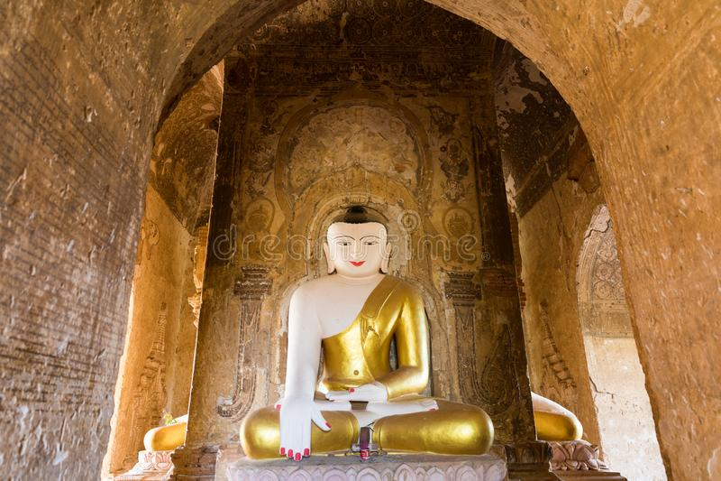 在一个古庙的菩萨雕象在蒲甘,缅甸(缅甸 免版税库存图片