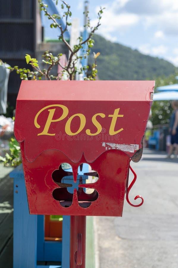 在一个咖啡馆的装饰邮箱在全州Hanok村庄附近的Jaman墙壁上的村庄位于全州,韩国 库存照片