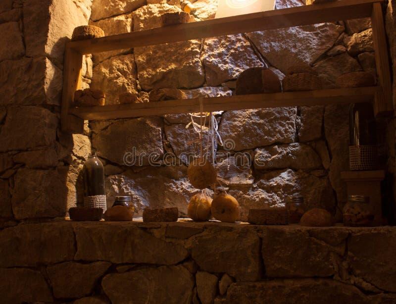 在一个地窖里面的乳酪球在发酵过程中在墨西哥城 免版税库存照片