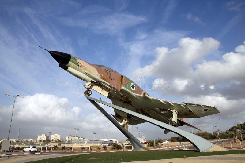在一个垫座的战斗机空军队以色列F-4幽灵在Be'er她 库存图片