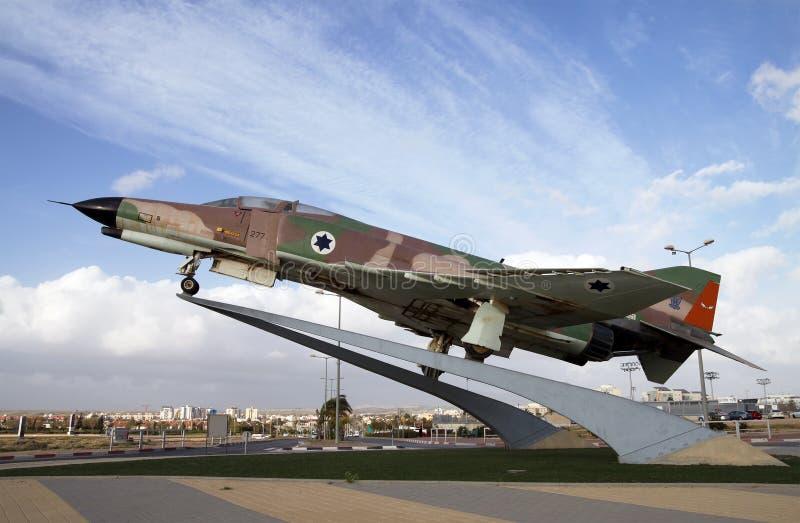 在一个垫座的战斗机F-4幽灵在Be'er舍瓦,以色列 免版税库存图片