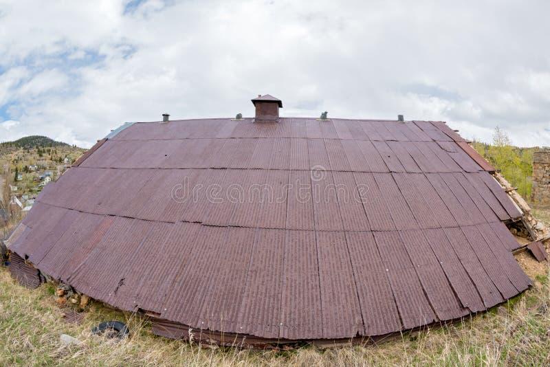 在一个大厦的生锈的屋顶在科罗拉多 免版税库存图片