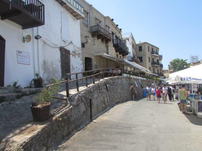 在一个威尼斯式小海湾附近的大厦在利马索尔,北塞浦路斯 库存图片