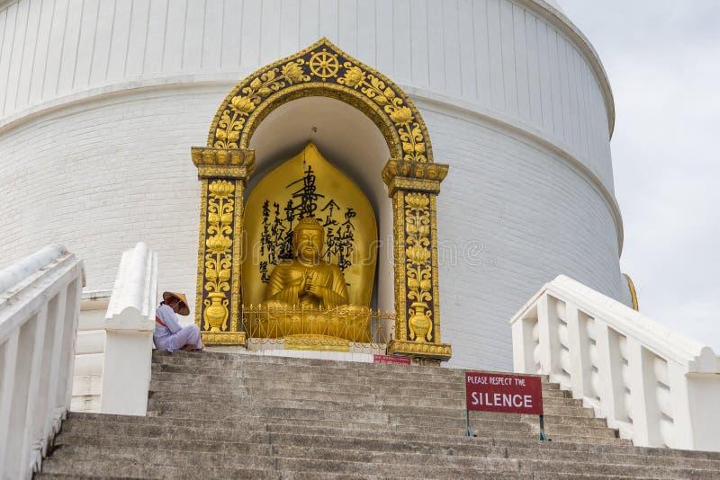 在一个小山顶的Shanti Stupa在阿南达小山在博克拉 库存照片