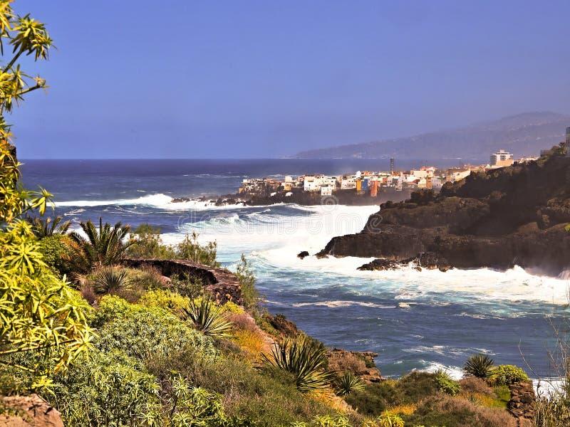 在一个小的镇的看法有名字在特内里费岛的平塔岛brava的 库存照片