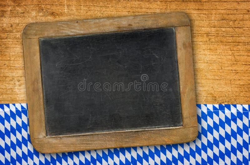 在一个巴法力亚样式的土气黑板 免版税库存照片