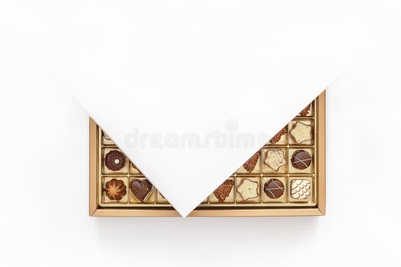 在一个开放箱子的昂贵的巧克力 库存照片
