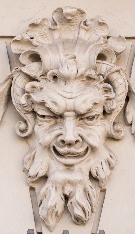 在一个房子的外部门面的恶魔般面具在奥格斯堡(德国) 免版税库存图片